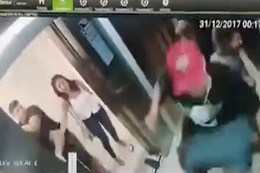 Asansörde inanılmaz kavga kamerada!