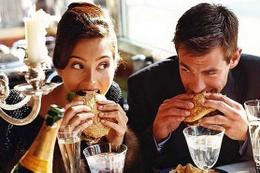 İlk buluşmada asla yememeniz gereken 10 yiyecek