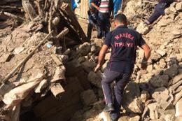 Manisa'da iki katlı kerpiç ev çöktü: 1 ölü