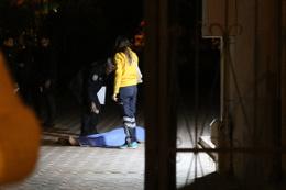 Evine balkondan girmeye çalışırken 7. kattan düşerek öldü