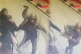 Taksim'de kafede oturan adamın cep telefonunu böyle çaldı