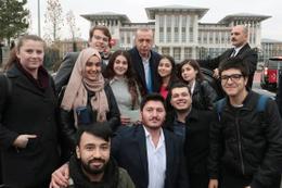 Erdoğan öğrencileri çaya davet etti