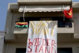 Alman bayrağını indirip PKK bayrağı astılar