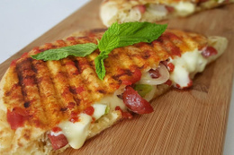 Karışık tost kalorisi nedir?  Karışık tost tarifi domatesli, bol malzemeli…