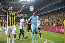 Fenerbahçe Beşiktaş maçı kararı ne? Hükmen yenilgi mi devam mı?