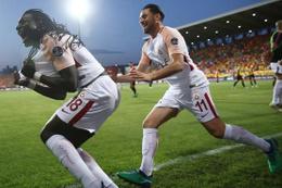 Binlerce taraftar Gomis'in şampiyonluk golüne böyle sevindi