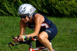 Dünya şampiyonu Elizabeth Brackett bisikletten düşüp hayatını kaybetti