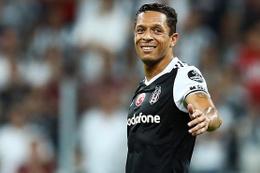 Beşiktaşlı Adriano'ya sürpriz talip