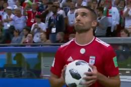 Takla atarak taç kullanmak isteyen futbolcu güldürdü