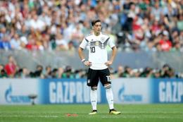 Alman efsane Dietmar Hamann'dan Mesut Özil'e destek