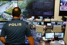 Polis seçim için teyakkuzda saniye saniye takip edildi