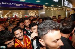 Galatasaray'ın yeni transferi Emre Akbaba İstanbul'a geldi!