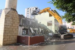 Mersin Mezitli Saray Camisi yenileniyor eskisinden daha büyük olacak