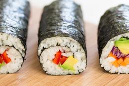 100 tabak suşi yedi restorana girişini yasakladılar