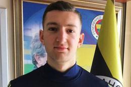 Fenerbahçe'nin genç stoperi futbolu bıraktı