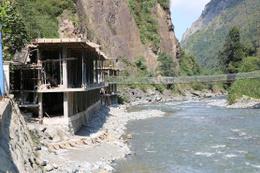 Dere yataklarına kaçak inşaata devam