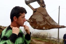 Trabzon'da kaçak yapı yıkımı gerginliği