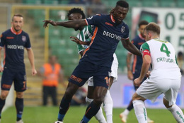 Bursaspor serisine Başakşehir'i de ekledi: Zirvede yara!