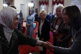 Emine Erdoğan Dolmabahçe'de söyleşiye katıldı