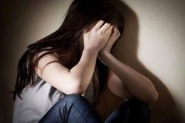 İğrençlik! Babası tecavüz etti annesi kapıdan dinledi
