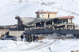 Askeri üsse saldırı 126 güvenlik görevlisi hayatını kaybetti Taliban saldırdı