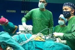 30 dakika ölen hastayı ameliyat ettiler