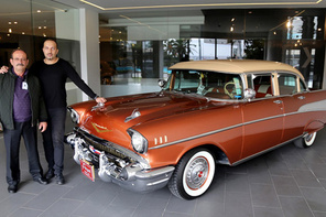 Babasının 1987'de sattığı antika arabayı bulup yeniledi