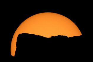 Güneş tutulmasının uzaydan çekilen görüntülerine bakın