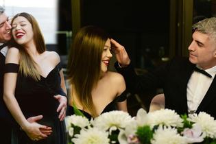 Özcan Deniz ile Feyza Aktan'ın düğününde elbise detayı