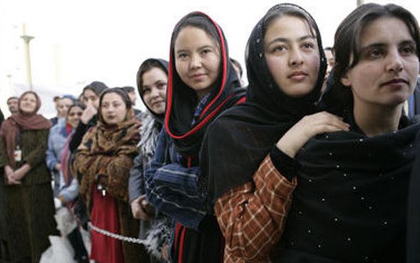 Afganistan'da kadınlar eşit haklar için koştu