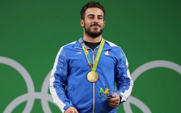 Olimpiyat Şampiyonu madalyasını satışa çıkardı