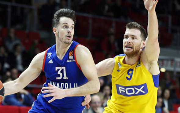 Anadolu Efes Maccabi Fox'a geçit vermedi