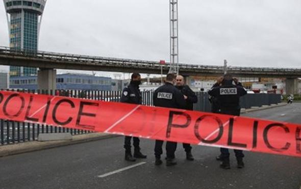 Paris'te bombalı saldırı alarmı savcılık boşaltıldı!