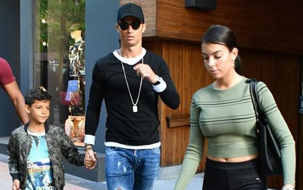 Cristiano Ronaldo'dan mutlu aile pozu