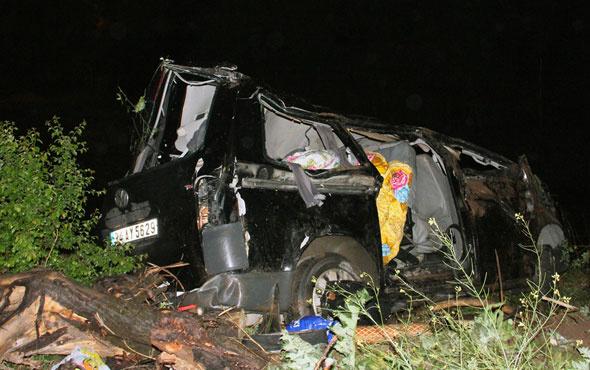 Cenaze yolunda trafik kazası ölü ve yaralılar var