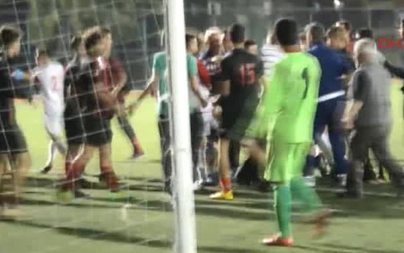 Mersin İdmanyurdu oyuncuları rakip takım antrenörüne saldırdı