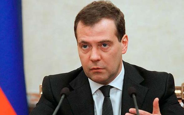 Medvedev'den ABD'ye sert tepki! Rusya'ya savaş açıldı