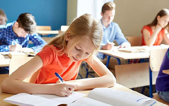 Okul kaygısını yenmenin yolu aile desteğinden geçiyor