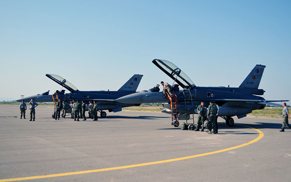 Türk F-16 savaş uçakları Azerbaycan'da