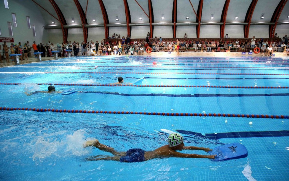 Karşıyaka'nın havuzunda 6 ayda 20 bin kişi yüzdü