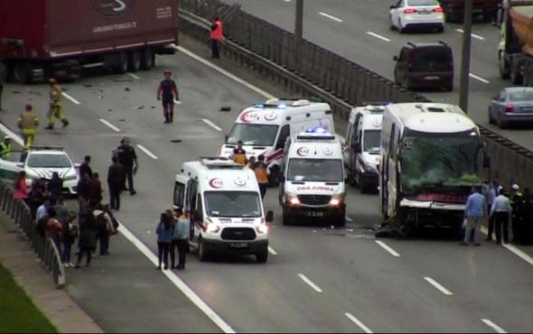 TEM'deki feci kaza trafiği kilitledi: Yaralılar var!
