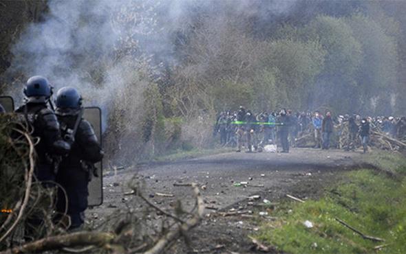 Fransa karıştı: Çok sayıda gözaltı var!