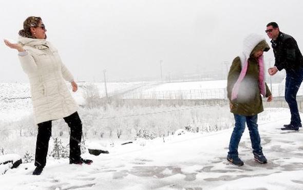 Erzurum'da lapa lapa kar yağdı