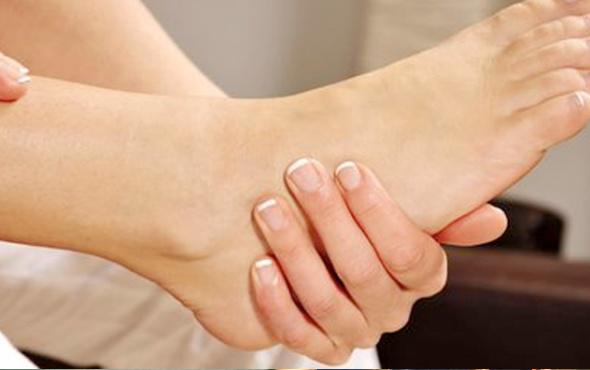 Bacaklarda şişme neden olur evde nasıl geçer pratik egzersizler