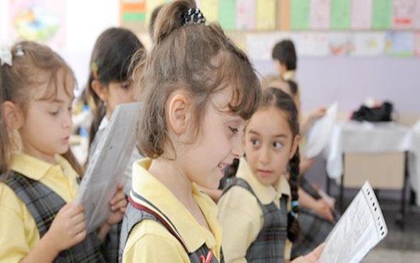 Yarın okullar tatil mi 30 Nisan pazartesi MEB yeni tatil açıklaması