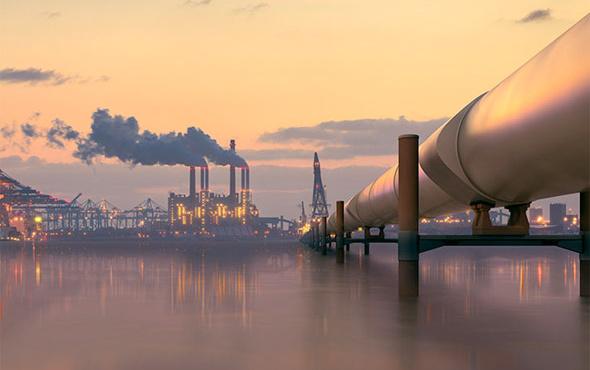Petrol fiyatları 80 dolara dayandı Türkiye sabitledi