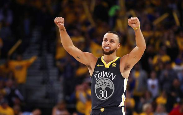 Stephen Curry galibiyetle döndü