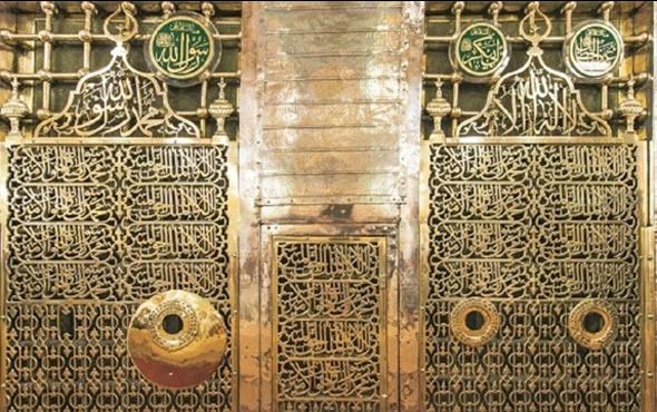 Mescid-i Nebevi'de Ravza-i Mutahhara'da sır kitabe
