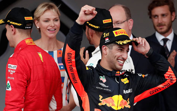 Monaco'da zafer Ricciardo'nun!