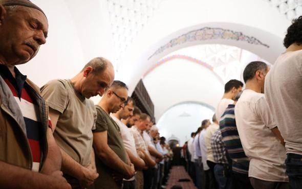 Arefe günü öğle ile ikindi arası kılınan namaz kaç rekat kılınışı